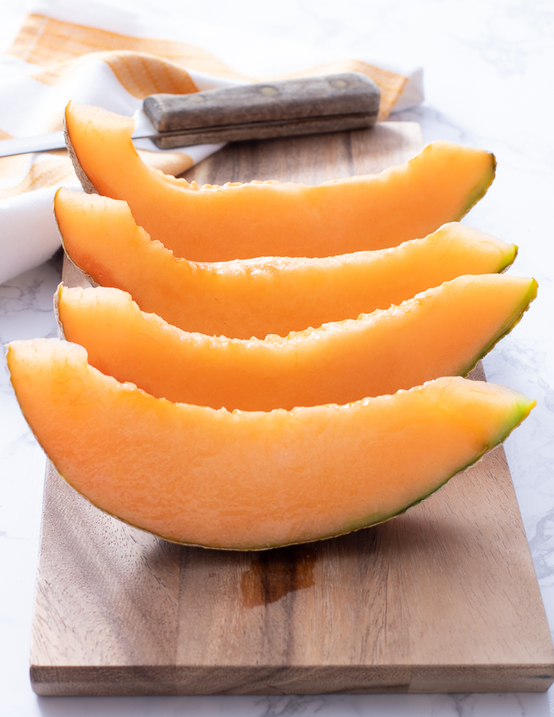 Cantaloupe melon slices / JillHough.com Sliced melon on a cutting board, part of a kitchen wisdom post about how to pick an amazing melon
