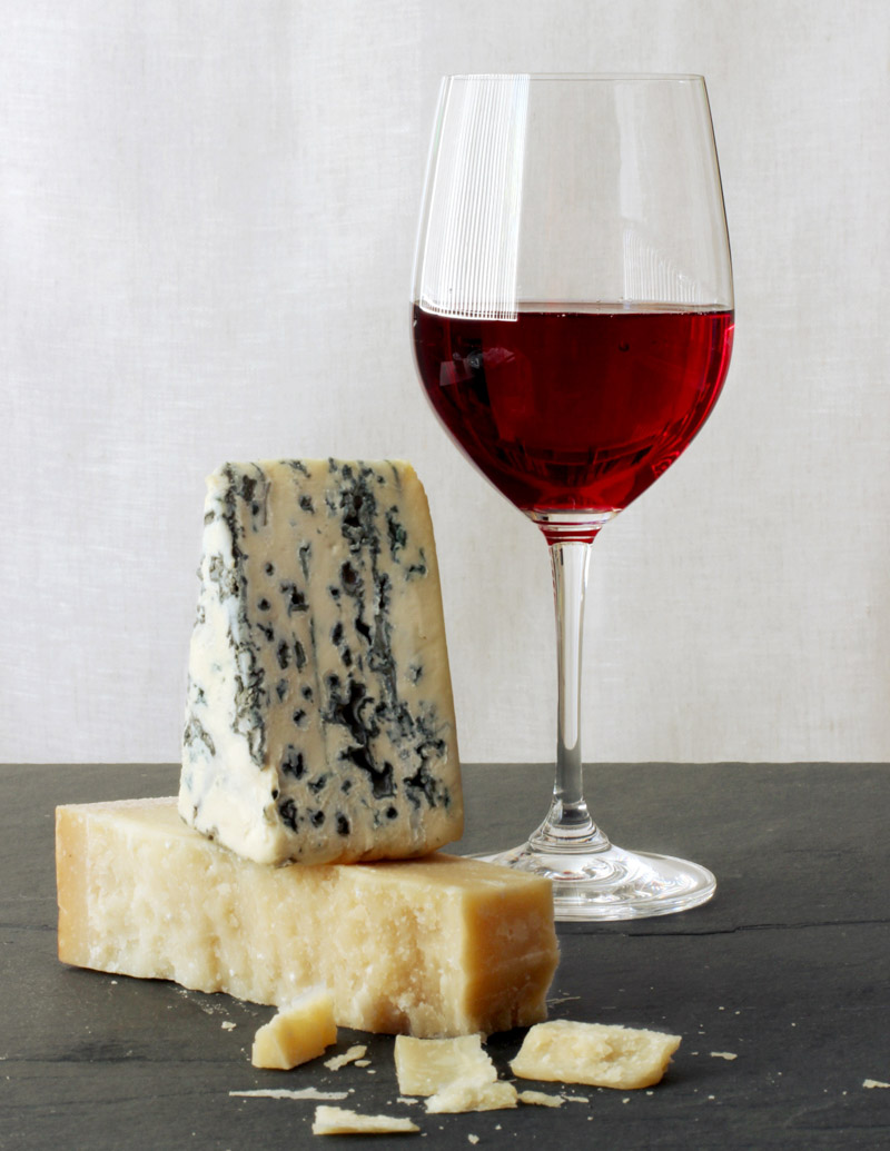Red wine and cheeses / JillHough.com Part of a post with tips for wine and cheese pairing