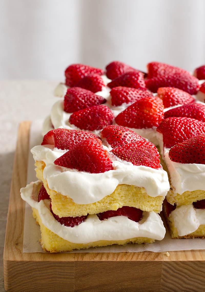 Strawberry Sponge Cake / JillHough.com