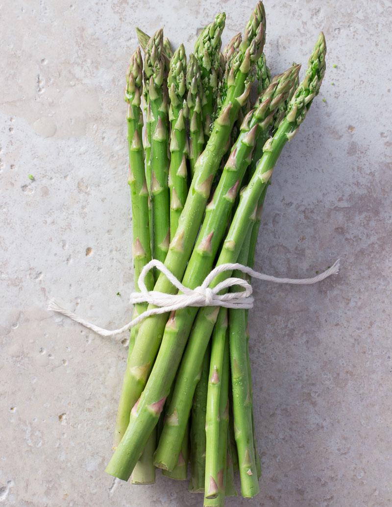 Asparagus bunch with kitchen twine / JillHough.com #asparagus